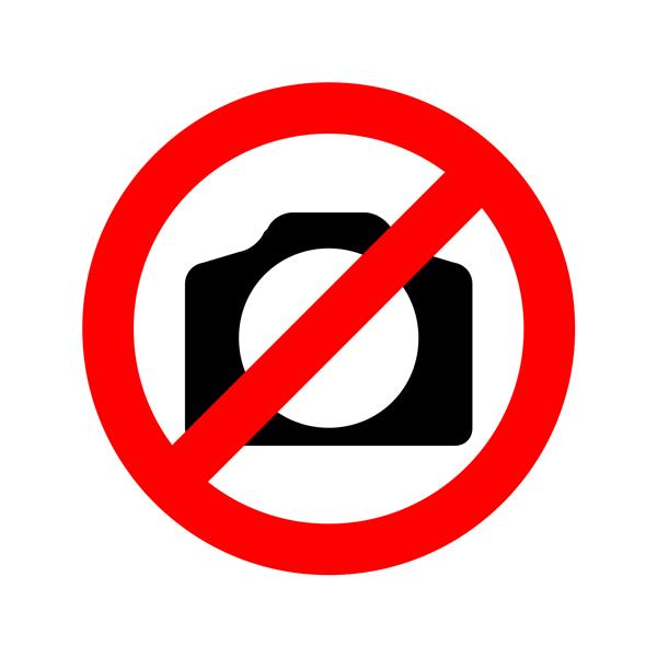 Siyah Düzlem Üzerinde Gümüş Efektli 3 Boyutlu Logo